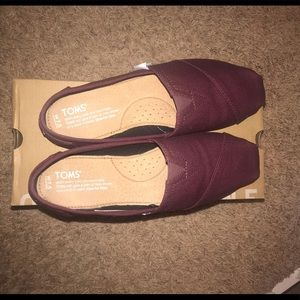 BNWT Brand new with tags 7.5 Toms